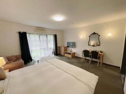 A bed or beds in a room at Country Plaza Halls Gap