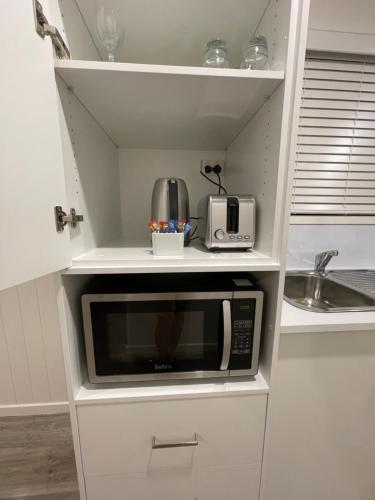 A kitchen or kitchenette at Crows Nest Tourist Park