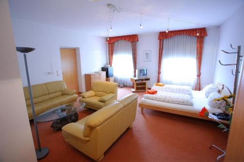Ein Sitzbereich in der Unterkunft Zimmervermietung Liesingtal