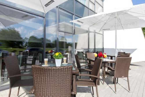 A restaurant or other place to eat at Ibis Styles Vilnius