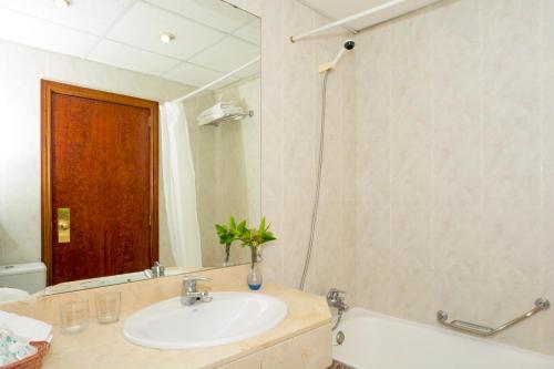 Salle de bains dans l'établissement HSM Hotel Reina del Mar