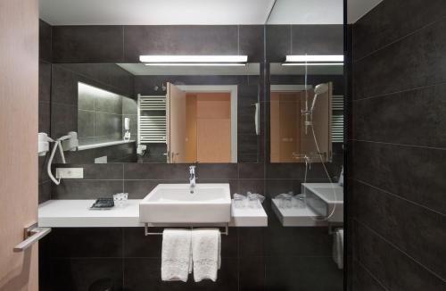 Un baño de Sercotel Hola Tafalla