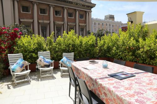 A restaurant or other place to eat at Albergo Del Centro Storico