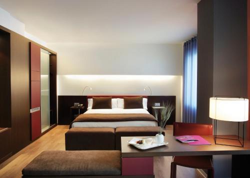 A bed or beds in a room at Ayre Hotel Gran Vía
