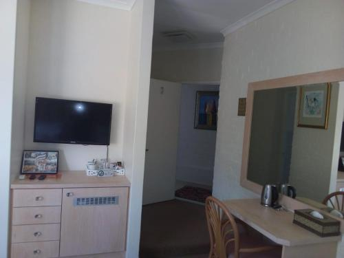 A television and/or entertainment centre at Cinnamon House Bed & Breakfast