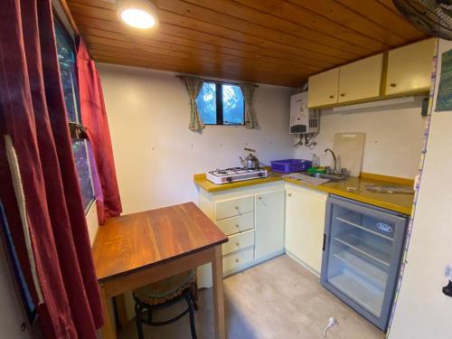 Una cocina o kitchenette en Casilla Rodante Rural en San Marcos