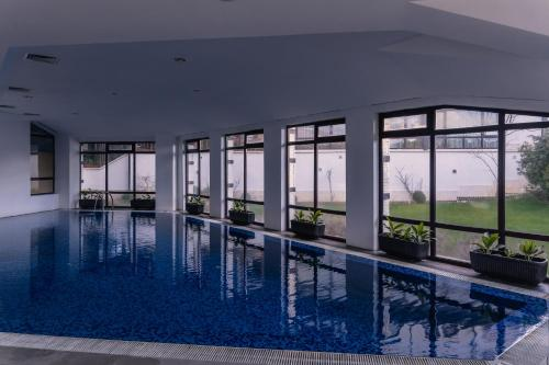 The swimming pool at or close to Hotel Orbel