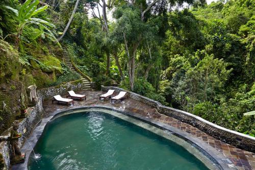 Una vista de la pileta en Hotel Tjampuhan Spa o alrededores