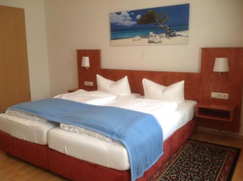 Ein Bett oder Betten in einem Zimmer der Unterkunft Pension Altstadt Garni