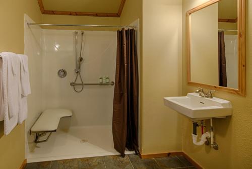 A bathroom at Explorer Cabins at Yellowstone