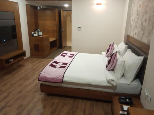 A bed or beds in a room at Lake Vinora