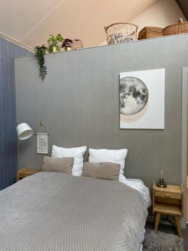 Een bed of bedden in een kamer bij Guesthouse de Loft