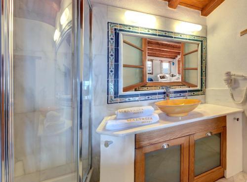 Salle de bains dans l'établissement Malvasia Traditional Hotel