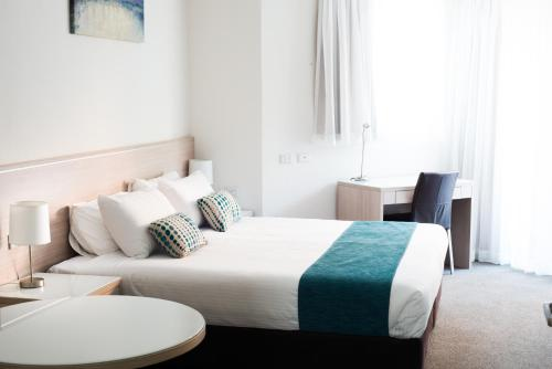 A bed or beds in a room at Copacabana Shores