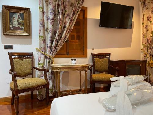 Cama o camas de una habitación en La Llave de la Judería Hotel Boutique