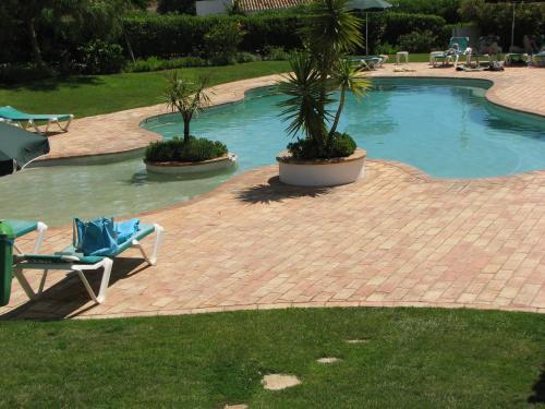 Vista de la piscina de Alto Golf Apartments o alrededores