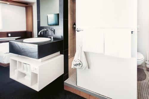 A bathroom at Hotel Daniel Graz