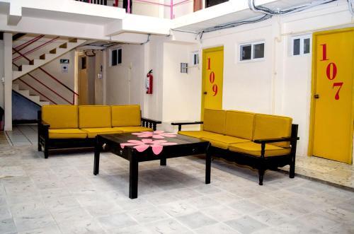 A seating area at Hotel Rosa del Alba