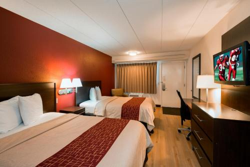 A bed or beds in a room at Red Roof Inn Benton Harbor - St. Joseph