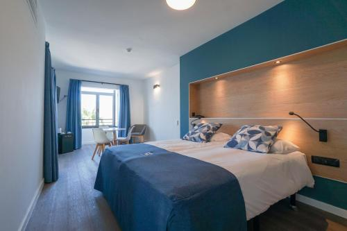 A bed or beds in a room at Playitas Hotel - Sports Resort