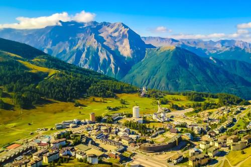 A bird's-eye view of Hotel Shackleton Mountain Resort