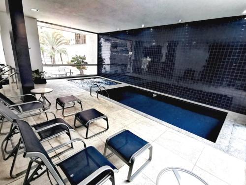 A piscina localizada em H2 Platinum Lourdes ou nos arredores