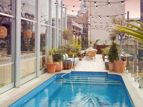 The swimming pool at or close to Mondrian London Shoreditch