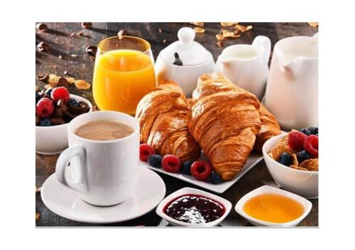 Breakfast options available to guests at Danylo Inn