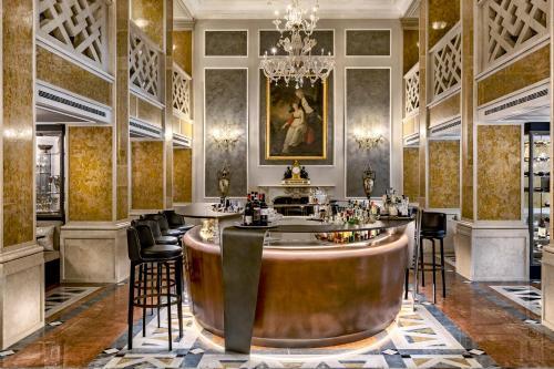 Ein Restaurant oder anderes Speiselokal in der Unterkunft Baglioni Hotel Luna - The Leading Hotels of the World