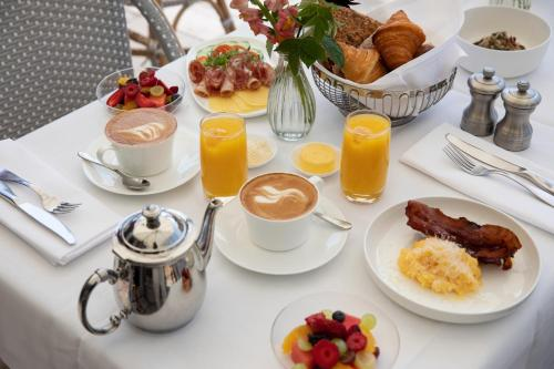Breakfast options available to guests at Hotel Diplomat Stockholm