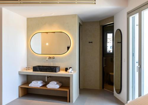 A bathroom at Splendid Mykonos Luxury Villas & Suites