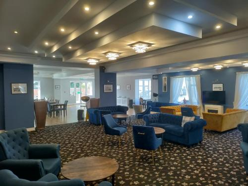 The lounge or bar area at Torbay Court Hotel