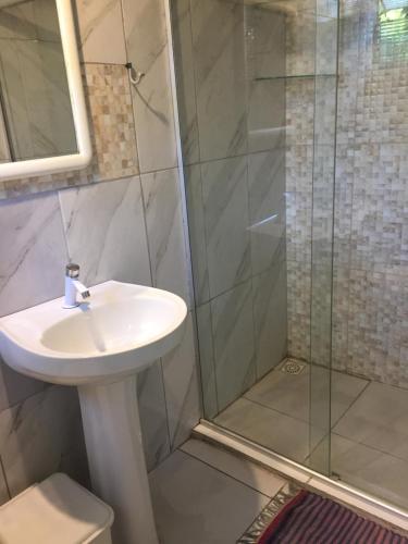 Um banheiro em Pousada Navio