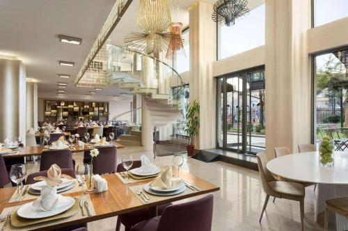 A restaurant or other place to eat at Ramada Istanbul Grand Bazaar