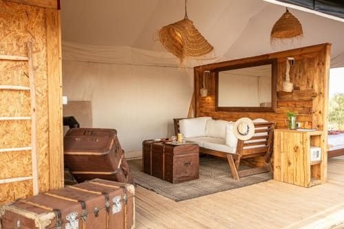 Coin salon dans l'établissement Inara Camp