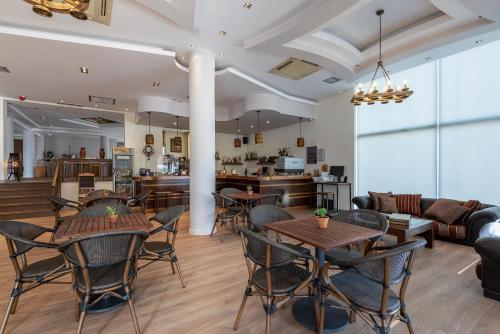 Een restaurant of ander eetgelegenheid bij Pelopas