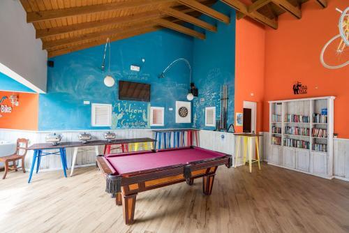 Een biljarttafel in Bed & Bike Curacao - Jan Thiel