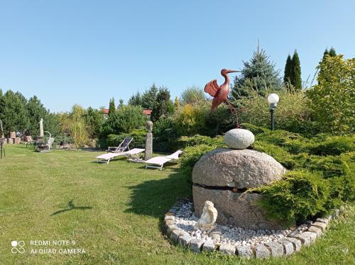 Ogród w obiekcie Pensjonat Błękitny Anioł