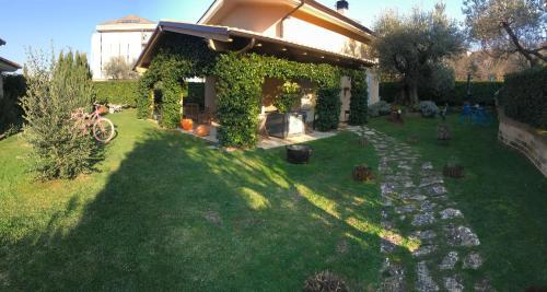 A garden outside B&B L'Ulivo