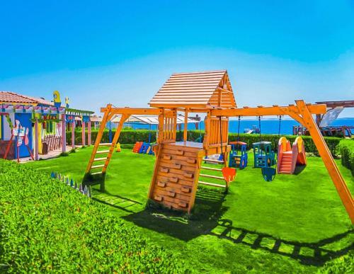 Детская игровая зона в Charmillion Club Resort