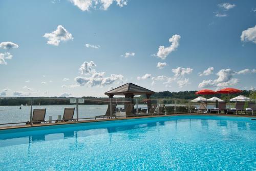 The swimming pool at or near Hôtel du Golf de l'Ailette, The Originals Relais (Qualys-Hotel)