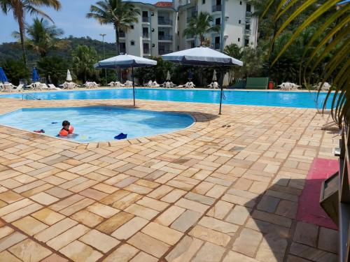 A piscina localizada em Apartamento Wembley Tenis - H402 ou nos arredores