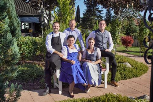 A family staying at Parkhotel Flora am Schluchsee