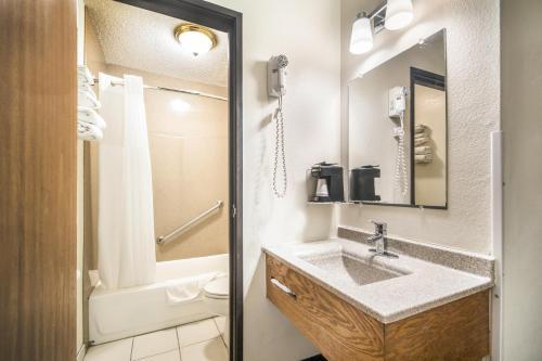 A bathroom at Americas Best Value Inn & Suites Harrisonville