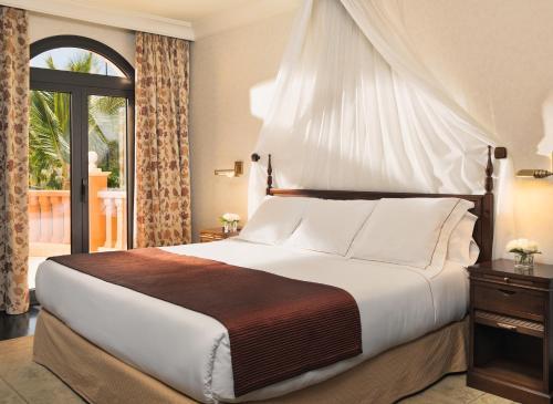 Un ou plusieurs lits dans un hébergement de l'établissement Hotel Las Madrigueras Golf Resort & Spa - Adults Only