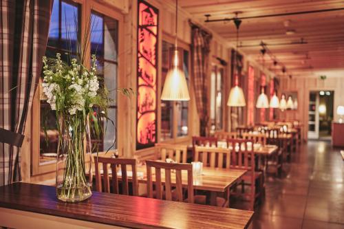 مطعم أو مكان آخر لتناول الطعام في فندق إنترلاكن