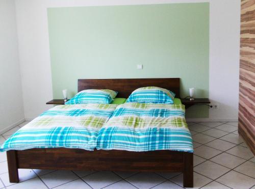 Ein Bett oder Betten in einem Zimmer der Unterkunft Ferienwohnung Knobloch