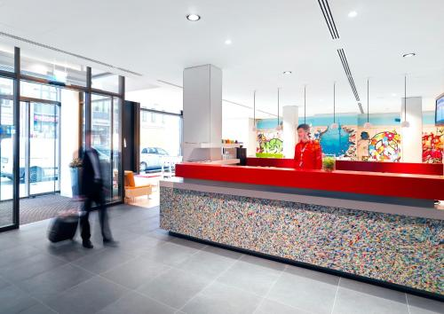 The lobby or reception area at ibis Styles Hotel Berlin Mitte