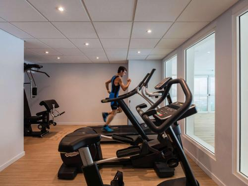 The fitness center and/or fitness facilities at ibis Styles Aix les Bains