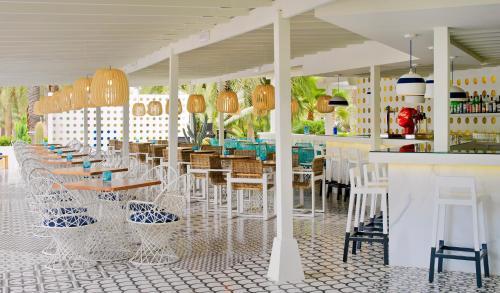En restaurang eller annat matställe på Boutique Hotel H10 Big Sur - Adults Only